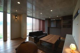 呉羽山を望む事務所兼住宅 (LDK-2)
