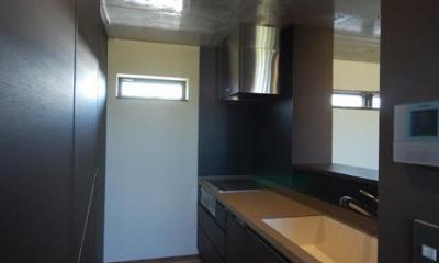 キッチン|呉羽山を望む事務所兼住宅