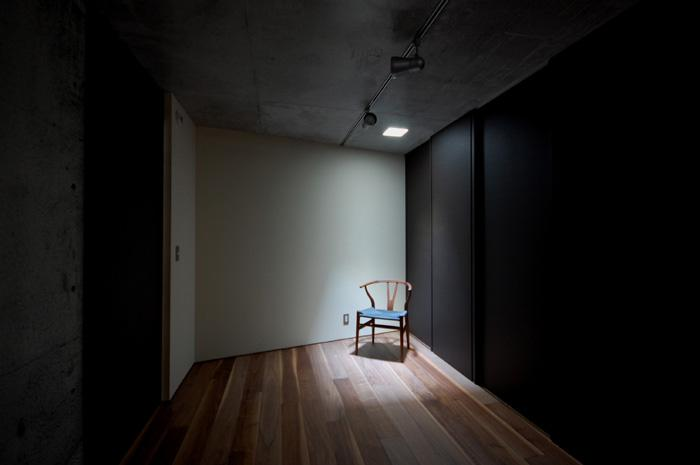 呉羽山を望む事務所兼住宅の部屋 洋室