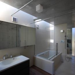 呉羽山を望む事務所兼住宅 (洗面・浴室)