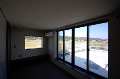 和室(ペントハウス) (呉羽山を望む事務所兼住宅)