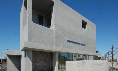 道路側外観2|ガラスとコンクリートの対比