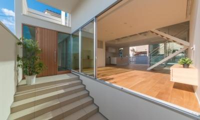 玄関アプローチ(撮影:谷川ヒロシ)|尾張旭の住宅