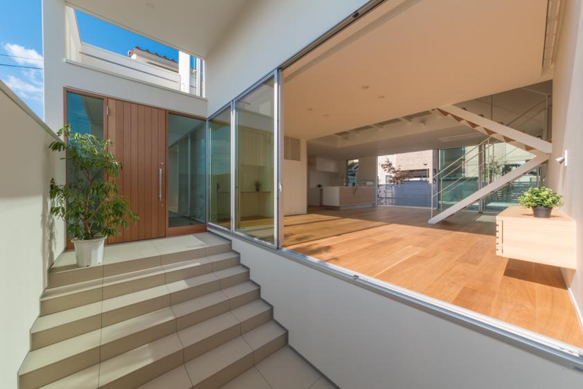 尾張旭の住宅の写真 玄関アプローチ(撮影:谷川ヒロシ)