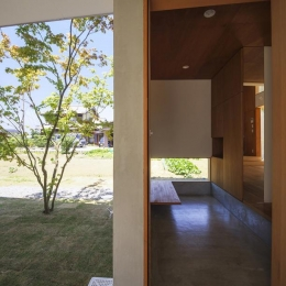 東員の住宅 (玄関(撮影:多田ユウコ))