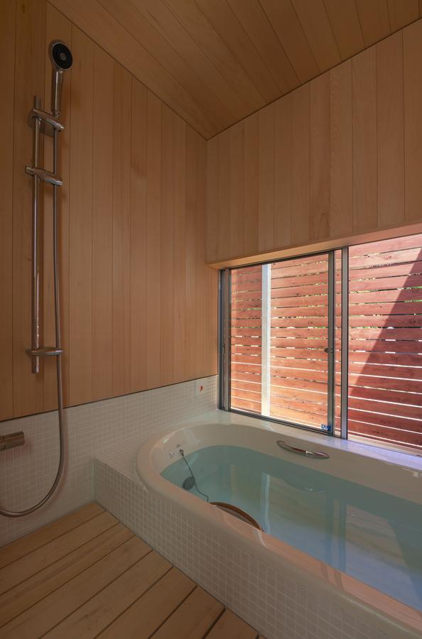 東員の住宅の部屋 浴室(撮影:多田ユウコ)