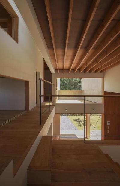 階段ホール(撮影:多田ユウコ) (東員の住宅)