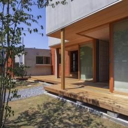 東員の住宅 (ウッドデッキテラス(撮影:多田ユウコ))