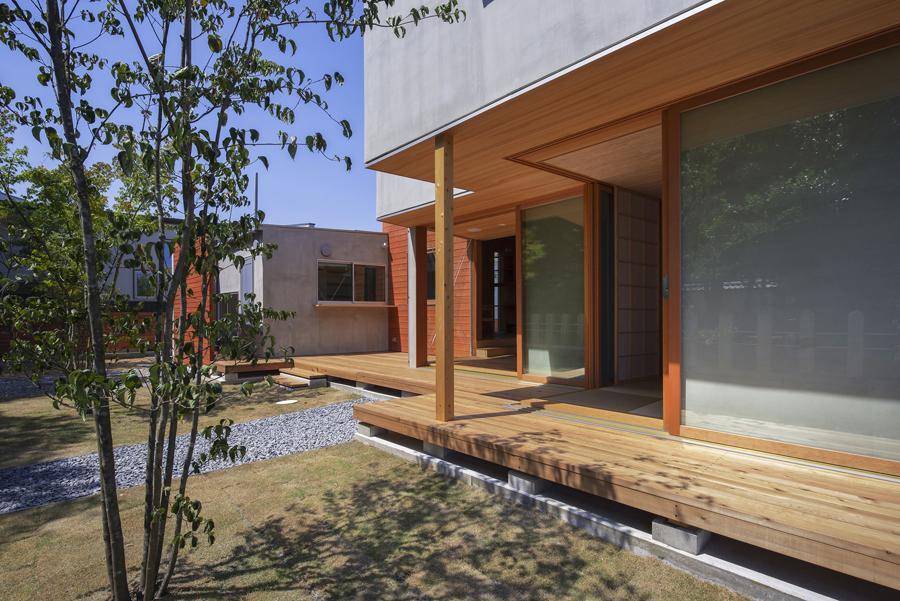 東員の住宅の部屋 ウッドデッキテラス(撮影:多田ユウコ)