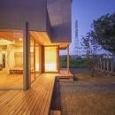 東員の住宅の写真 ウッドデッキテラス-夜景(撮影:多田ユウコ)
