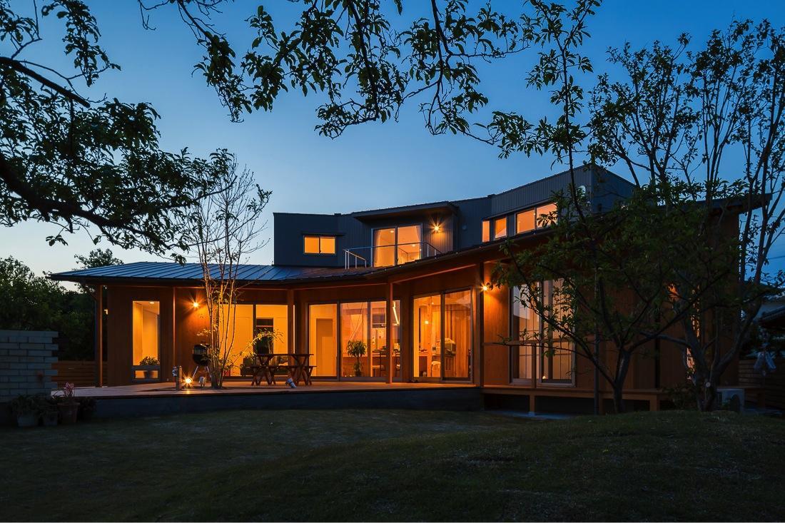 緑苑の家の部屋 外観夜景