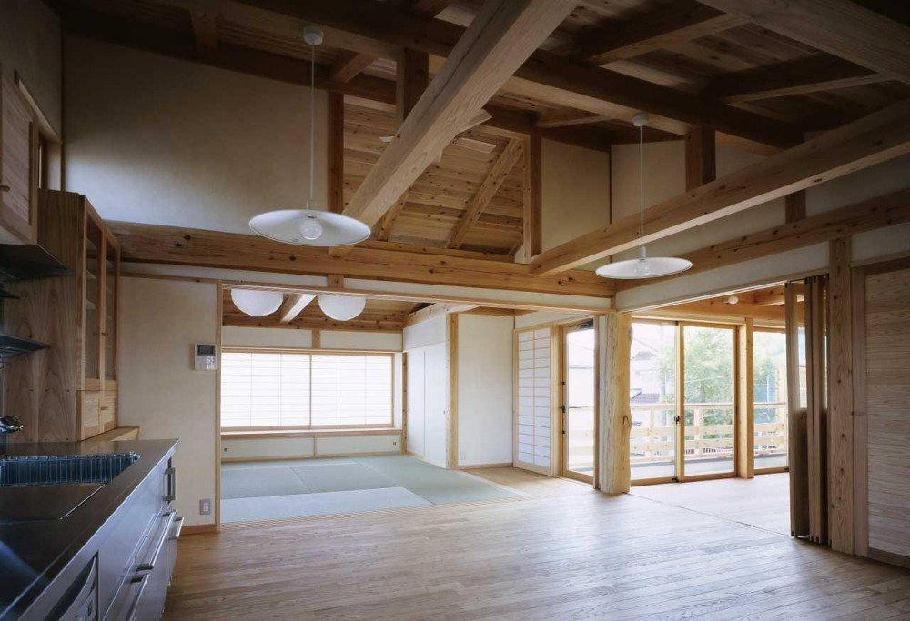 シニア世代の木の家 (リビング ダイニング)