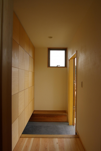 玄関の収納 (薪ストーブの木の家 スローライフ)