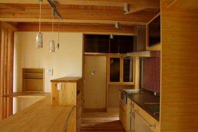 キッチン 収納が機能的 (薪ストーブの木の家 スローライフ)