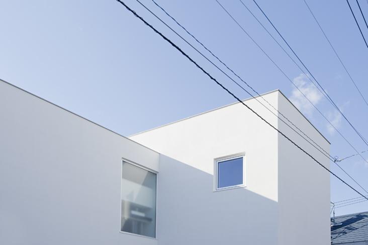 CKYNの部屋 白い外観(撮影:古瀬桂)