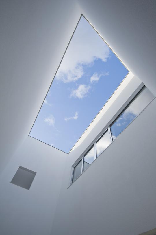 CKYNの部屋 リビングテラスを見上げる(撮影:古瀬桂)