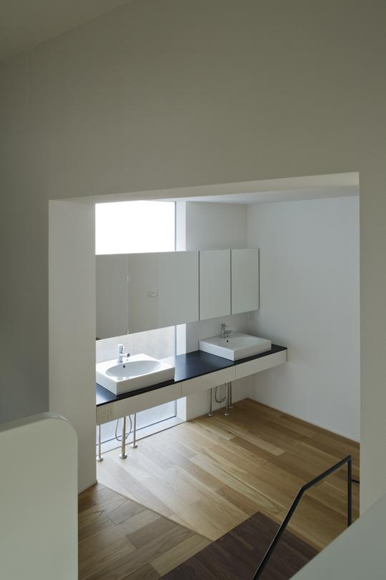 CKYNの部屋 明るい洗面スペース(撮影:古瀬桂)