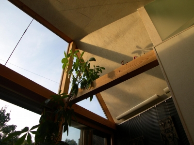 家族室天井(夕方) (都筑の家)