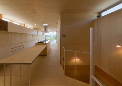 『まどにわ』〜風・光・緑・景色が楽しめる住まい〜 (2階ダイニングテーブル付きキッチン)