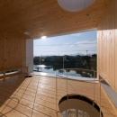 『まどにわ』〜風・光・緑・景色が楽しめる住まい〜の写真 景色を切り取る2階テラス