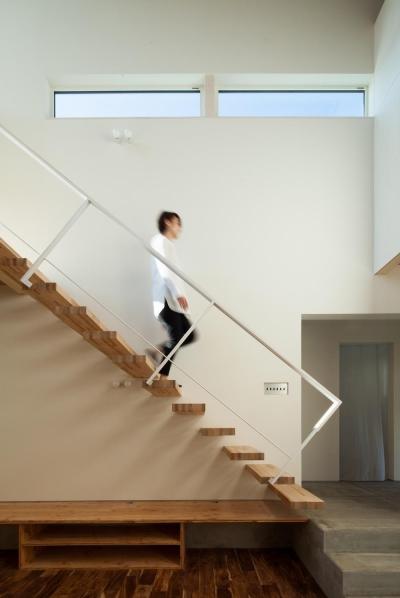 「SHOWAの家」 (片持ち階段)