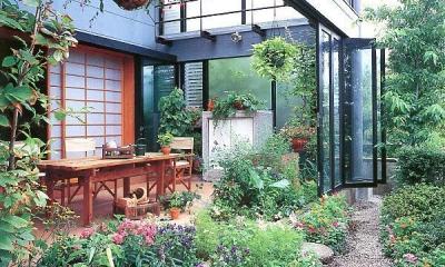 雨が降っても家の中でバーベキュー!  アウトドアライフを楽しむ明るい土間の家