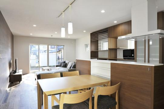 『距離をつなぐイエ』〜2つの庭で家族の距離をつなぐ二世帯住宅〜の部屋 親世帯ダイニングキッチン