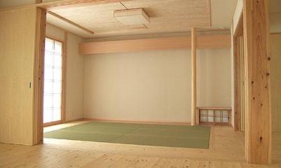 リビング内のシンプルモダンな和室|『ドームのある家』〜天体観測もできる!人にも環境にも優しい家づくり〜