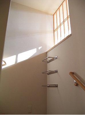 『ドームのある家』〜天体観測もできる!人にも環境にも優しい家づくり〜の部屋 階段-書斎へとつながるタラップ
