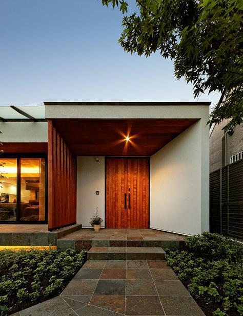 『garden house with garage』〜ガレージ・庭・ホームシアター!趣味を最大限楽しめる住宅〜 (開放的な玄関ポーチ)