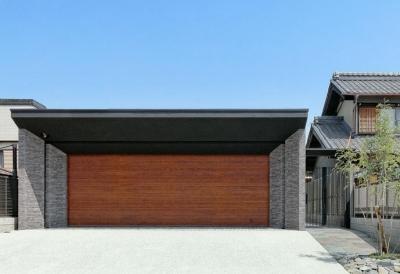 『garden house with garage』〜ガレージ・庭・ホームシアター!趣味を最大限楽しめる住宅〜 (ガレージ外観)