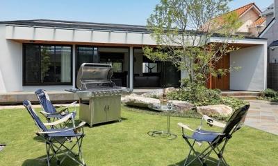 BBQも楽しめる広い庭|『garden house with garage』〜ガレージ・庭・ホームシアター!趣味を最大限楽しめる住宅〜