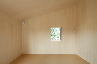 寝室 (3つの屋根)
