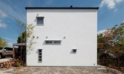 真っ白のシンプルな外観|『八幡山の家』〜暮らしを楽しむ家〜