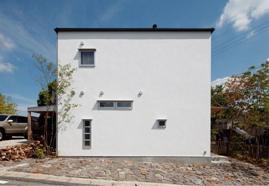 『八幡山の家』〜暮らしを楽しむ家〜の部屋 真っ白のシンプルな外観