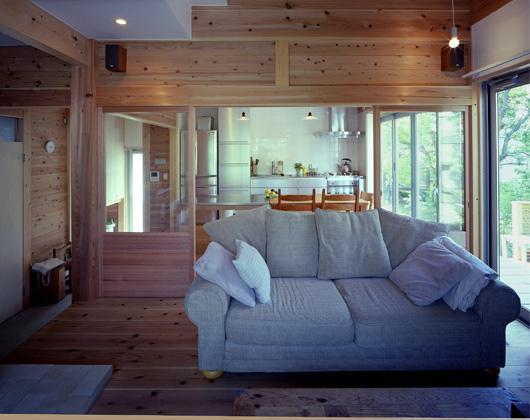 『八幡山の家』〜暮らしを楽しむ家〜の部屋 木の温もり感じるリビング