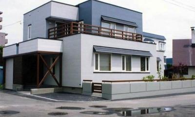 ブルーが印象的な外観-2|『The KS House』〜内も外も開放感あふれる住まい〜