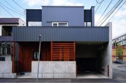 『The OG House』〜大きな高窓がある家〜 (シンプルモダンな外観-2)