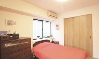 寝室|すっきりと見渡せる、繋がり合うモダンな空間