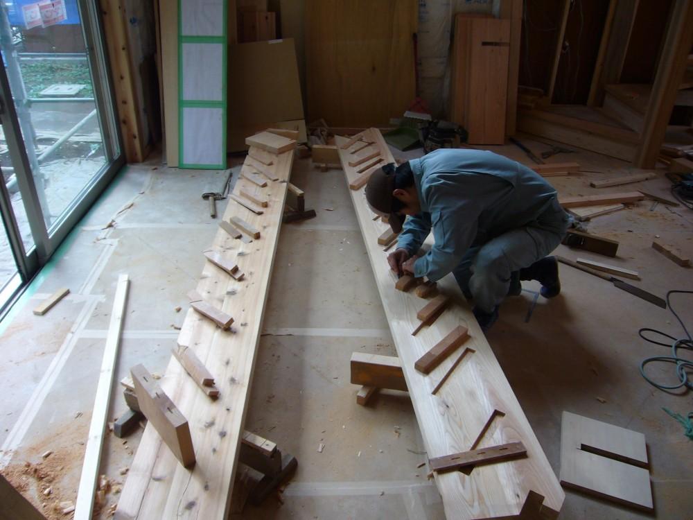 薪ストーブの木の家 スローライフ (階段制作中 現場は木の香り)