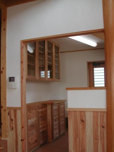 キッチン 収納 (愛犬と暮らす 木の家)