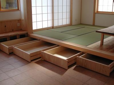 畳スペースの収納 (愛犬と暮らす 木の家)