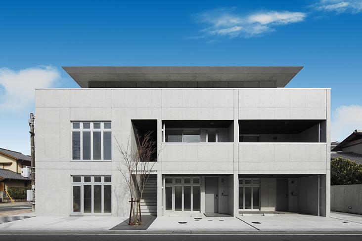 『Sレジデンス』〜シンプルさと回遊性を重視した賃貸併用住宅〜の部屋 重厚感のある賃貸併用住宅外観