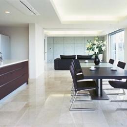『Sレジデンス』〜シンプルさと回遊性を重視した賃貸併用住宅〜 (開放的なオーナー住宅部LDK)