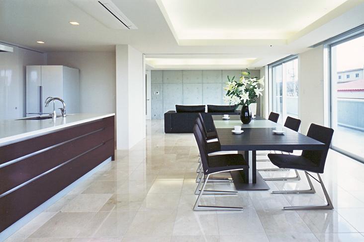 『Sレジデンス』〜シンプルさと回遊性を重視した賃貸併用住宅〜の部屋 開放的なオーナー住宅部LDK