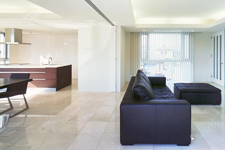 『Sレジデンス』〜シンプルさと回遊性を重視した賃貸併用住宅〜 (仕切ることができるリビングダイニング)
