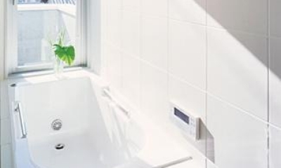 賃貸部 明るい浴室|『Sレジデンス』〜シンプルさと回遊性を重視した賃貸併用住宅〜