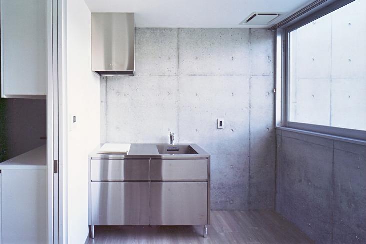 『Sレジデンス』〜シンプルさと回遊性を重視した賃貸併用住宅〜の部屋 賃貸部 シンプルなステンレスキッチン