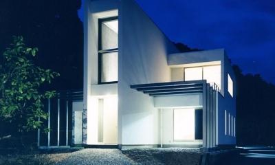 スタイリッシュな外観-夜景|『I-house』〜垂直・水平のラインの美しさを表現した住まい〜
