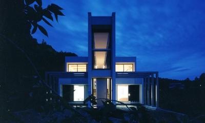 『I-house』〜垂直・水平のラインの美しさを表現した住まい〜 (夜に映える美しい家-外観)